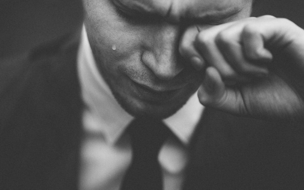 Ich bin traurig, ich bin so traurig, für immer allein, grundlos weinen, immer traurig, immer traurig und unzufrieden, traurig ohne grund