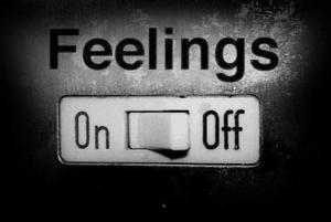 Gefühlskalt werden, emotionale entfremdung, emotional abgestumpft, keine liebe mehr, gefühlskalte menschen, gefühlskälte ursachen